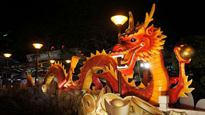 Chinese Dragon Year Statue - Vía epSos.de (Flickr)