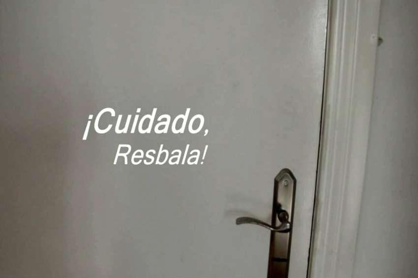CuidadoResbalaFoto03-1024x682