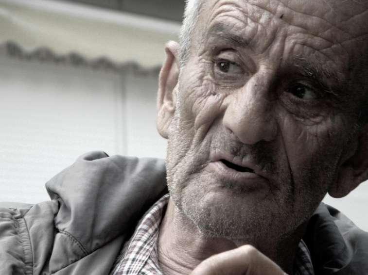 Luis Antonio de Villena: http://luisantoniodevillena.es/web/noticias/en-la-muerte-de-leopoldo-maria-panero-1948-2014-final/