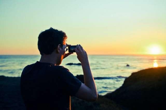 hombre-fotografia-puesta-de-sol