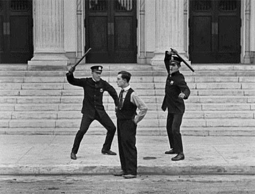 'Cops', de Buster Keaton y Edward F. Cline.