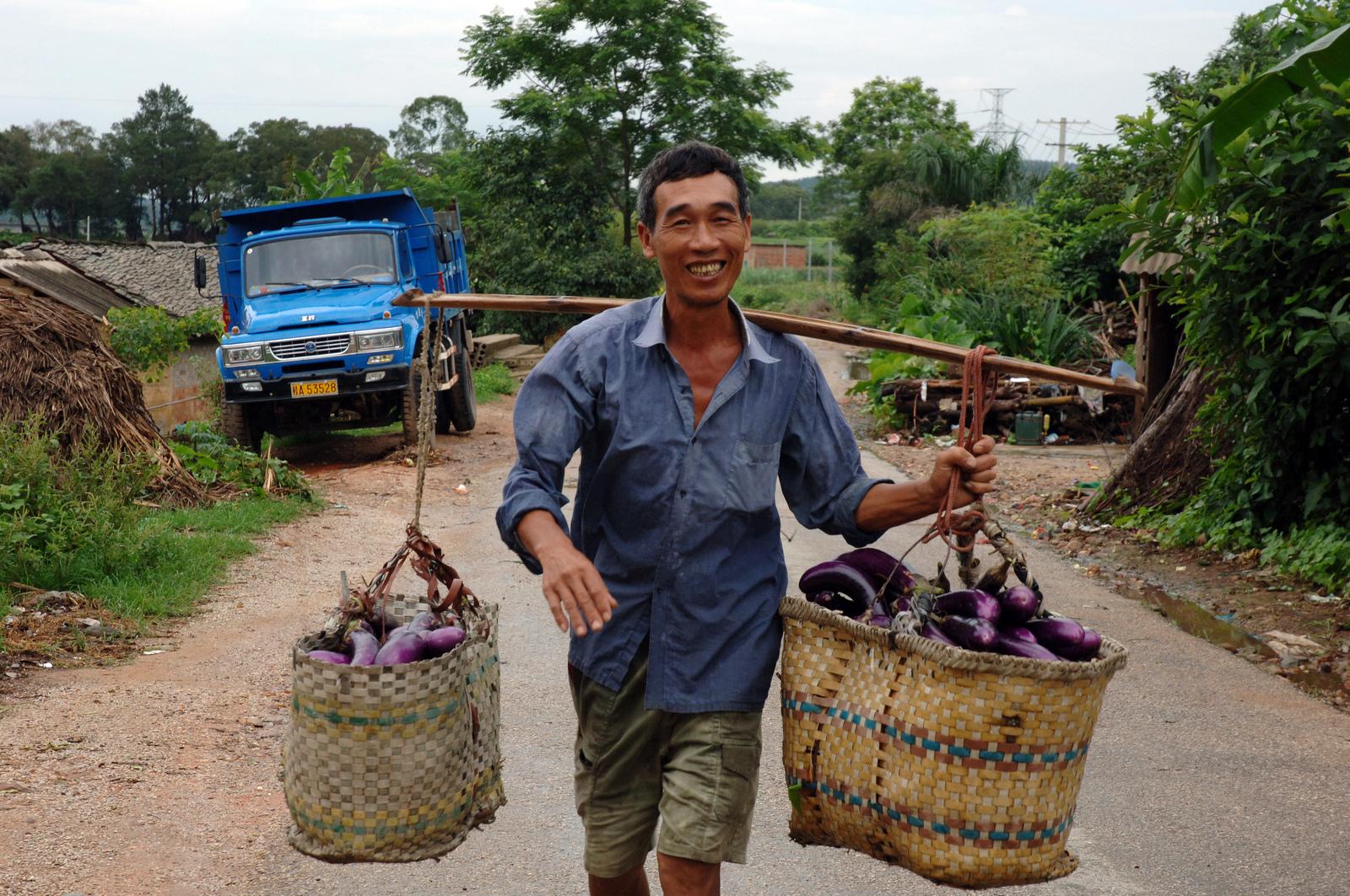 Trabajador rural en el sudeste de China | Vía: Flickr/Lorrie Graham
