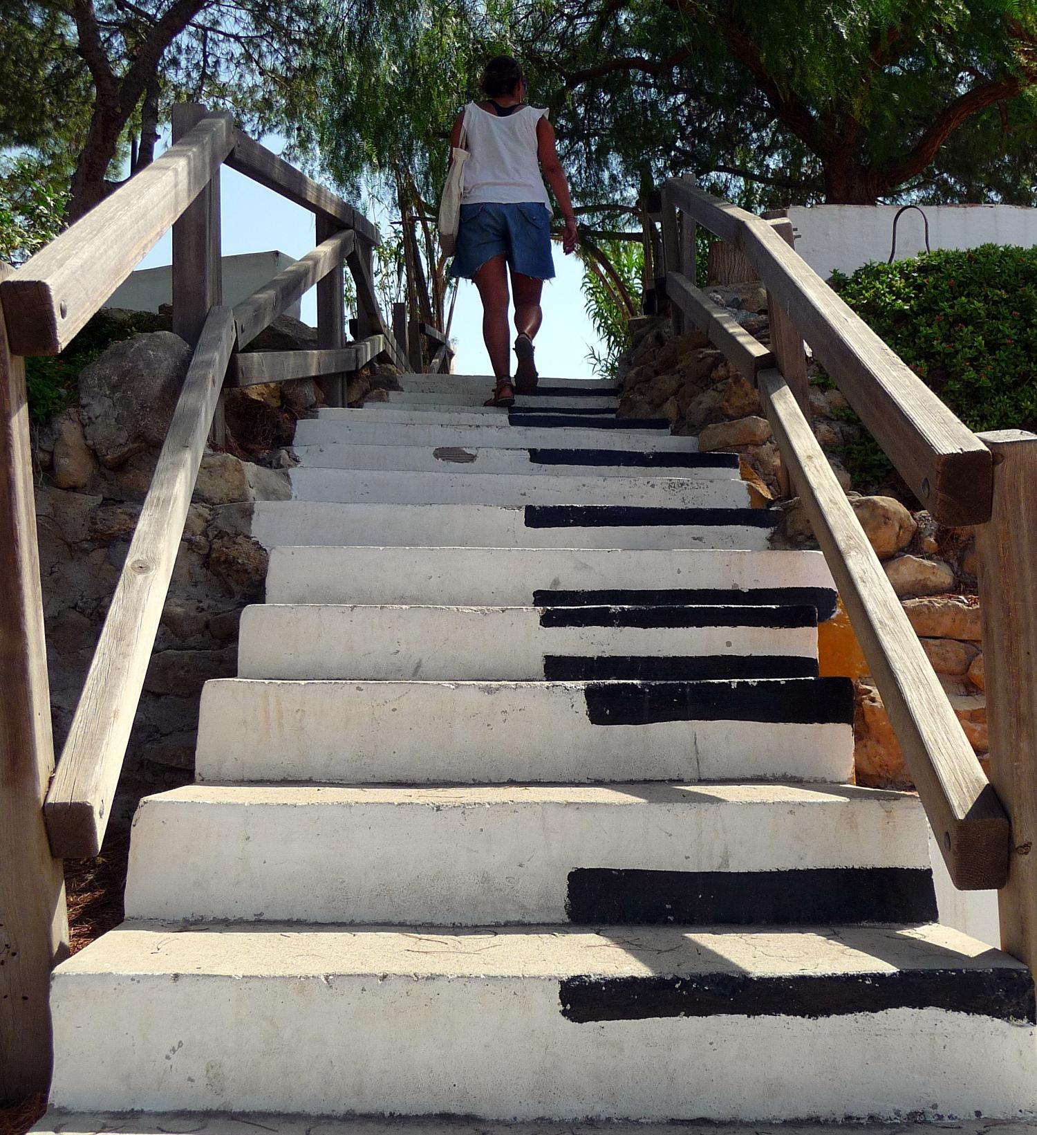 Escaleras creativas pintadas por Carmona. Foto: Verónica López