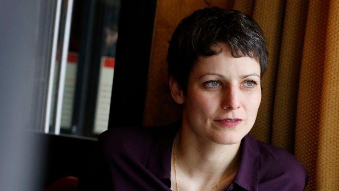 Sophie Divry, escritora francesa (fotografía vía rts.ch)